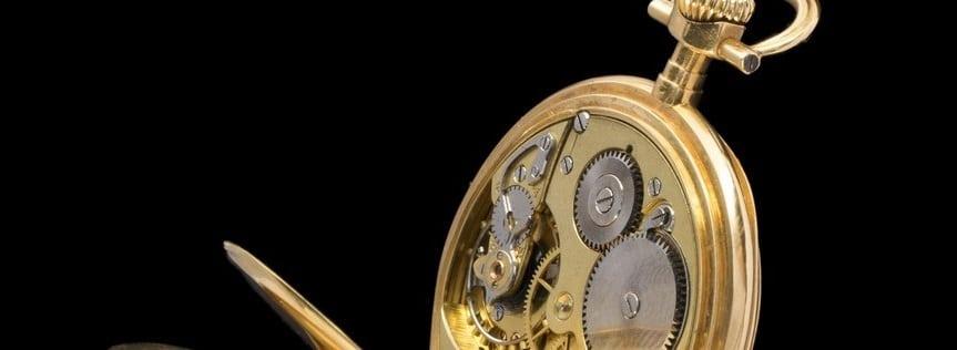 Une montre de poche en or