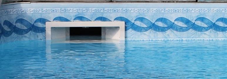 Une piscine avec une fuite