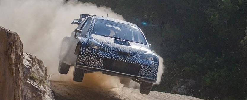 Une Toyota Yaris WRC lors d'essais pour un rallye