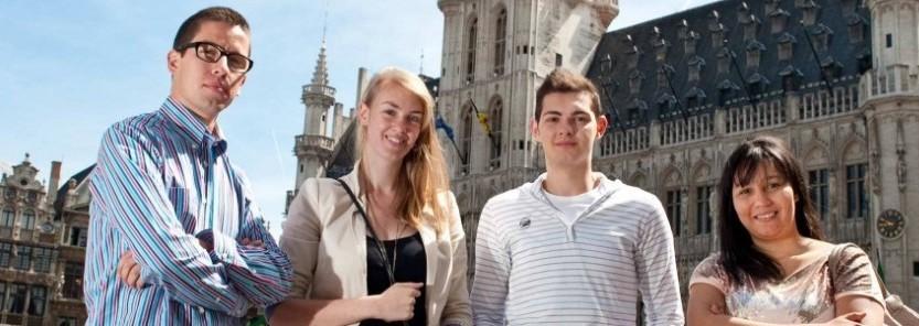 Des étudiants qui profitent du programme ERASMUS