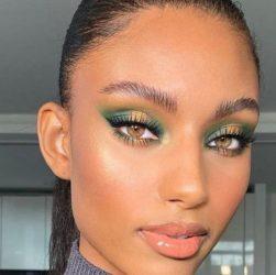 Femme maquillée avec un halo eyes