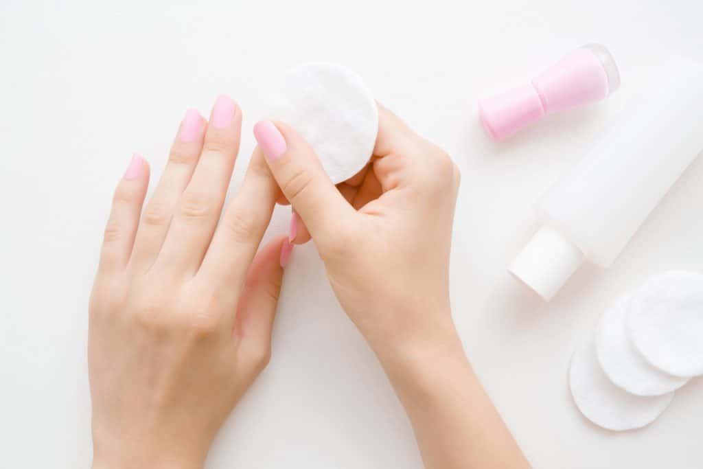 Comment utiliser un cleaner pour les ongles ?