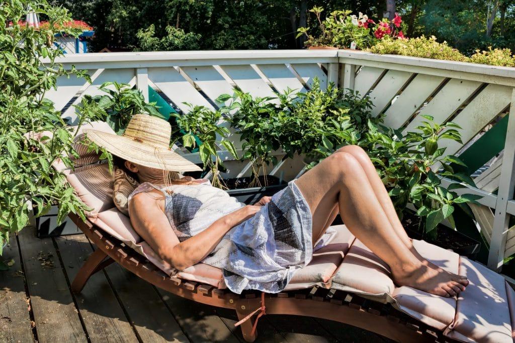 Aménager sa terrasse avec un fauteuil de relaxation design