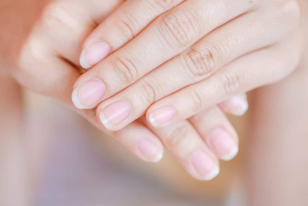 Pourquoi faire pousser ses ongles rapidement ?
