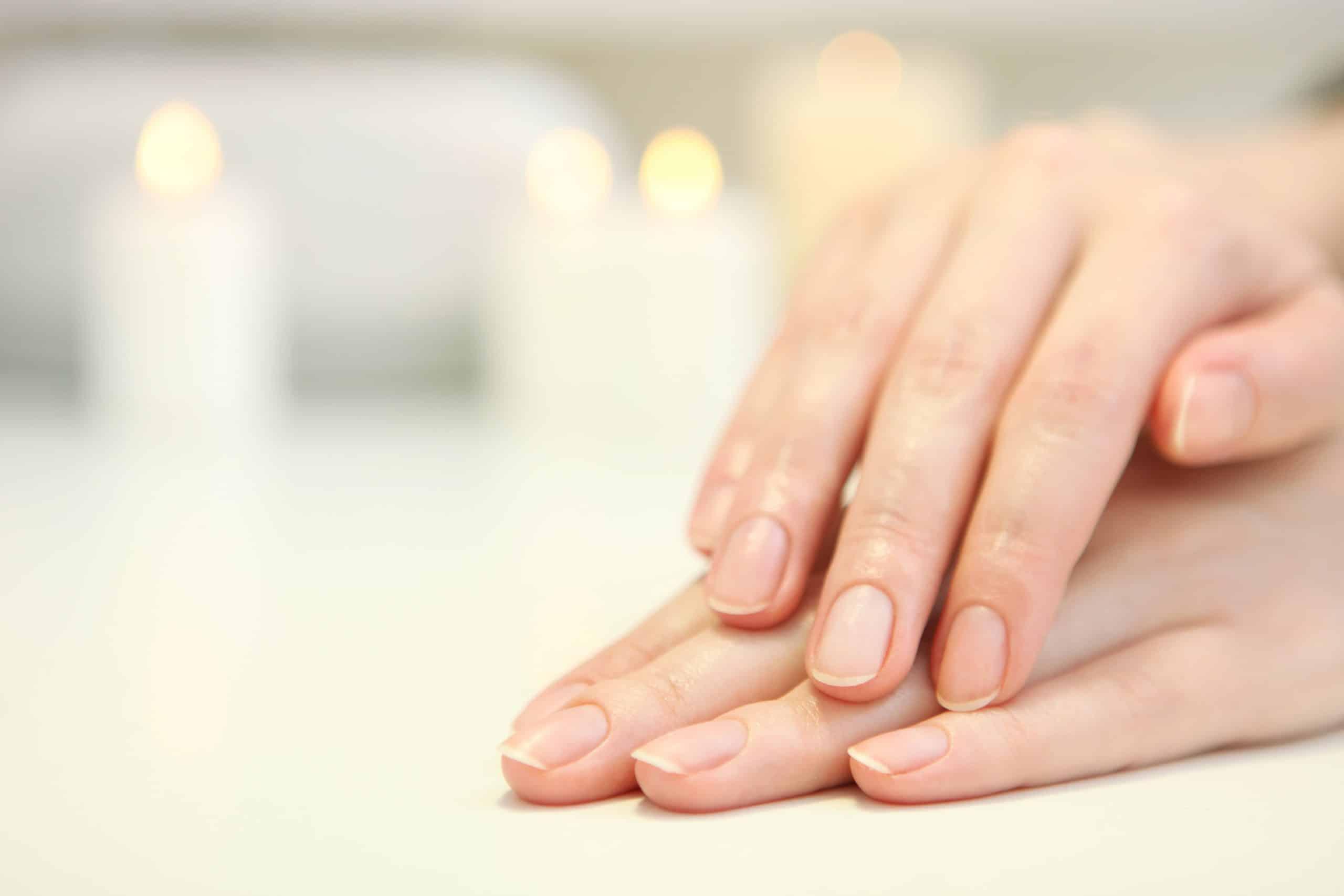 Comment préparer ses ongles avant une manucure ?