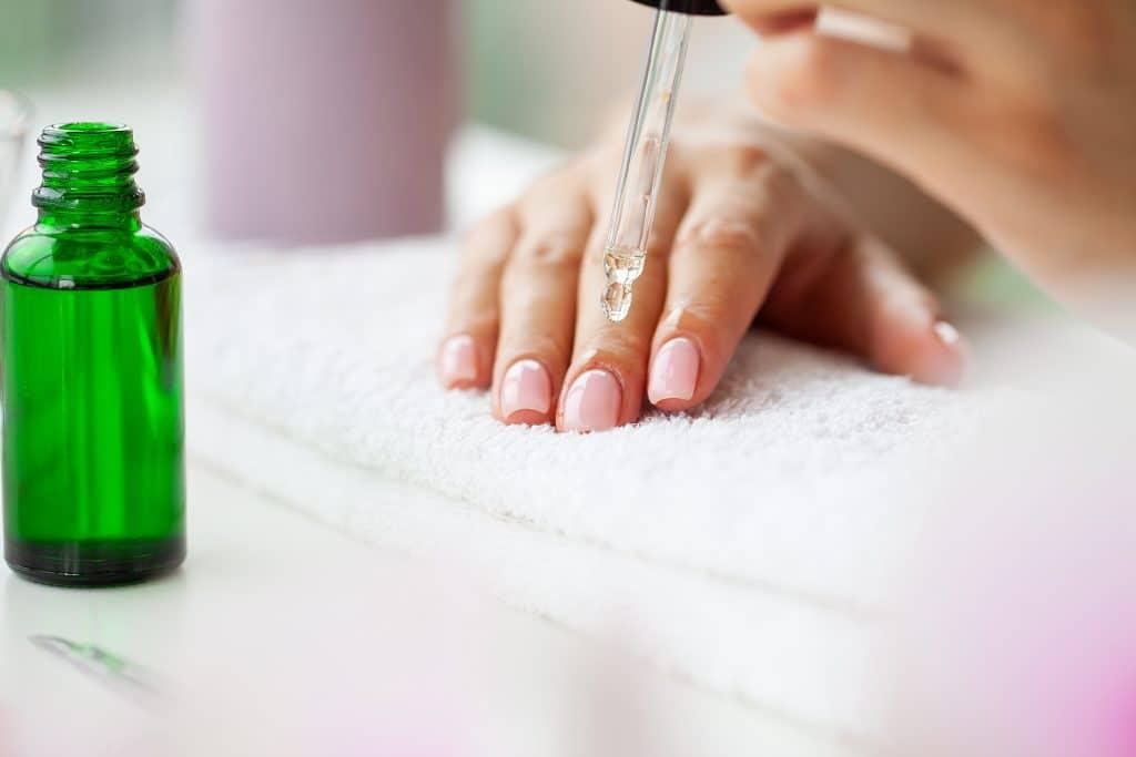 Comment préparer les ongles ?