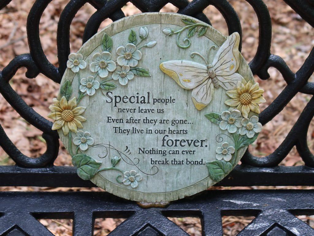 personnalisations possibles pour une plaque funéraire